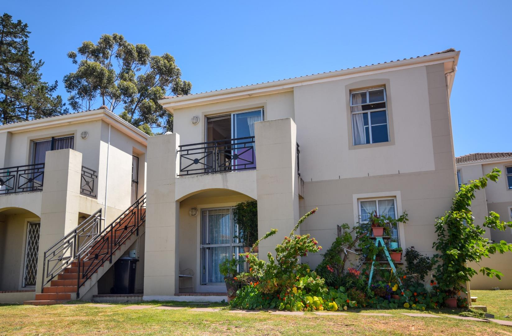 2 Bedroom Apartment for Sale in Vredekloof Heights, Brackenfell - Western Cape