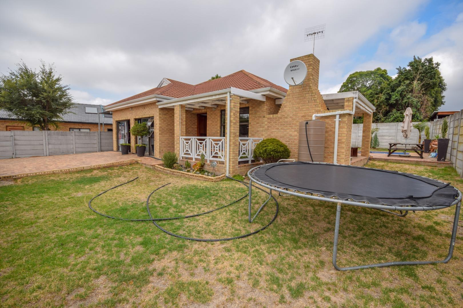3 Bedroom  House for Sale in Kraaifontein - Western Cape