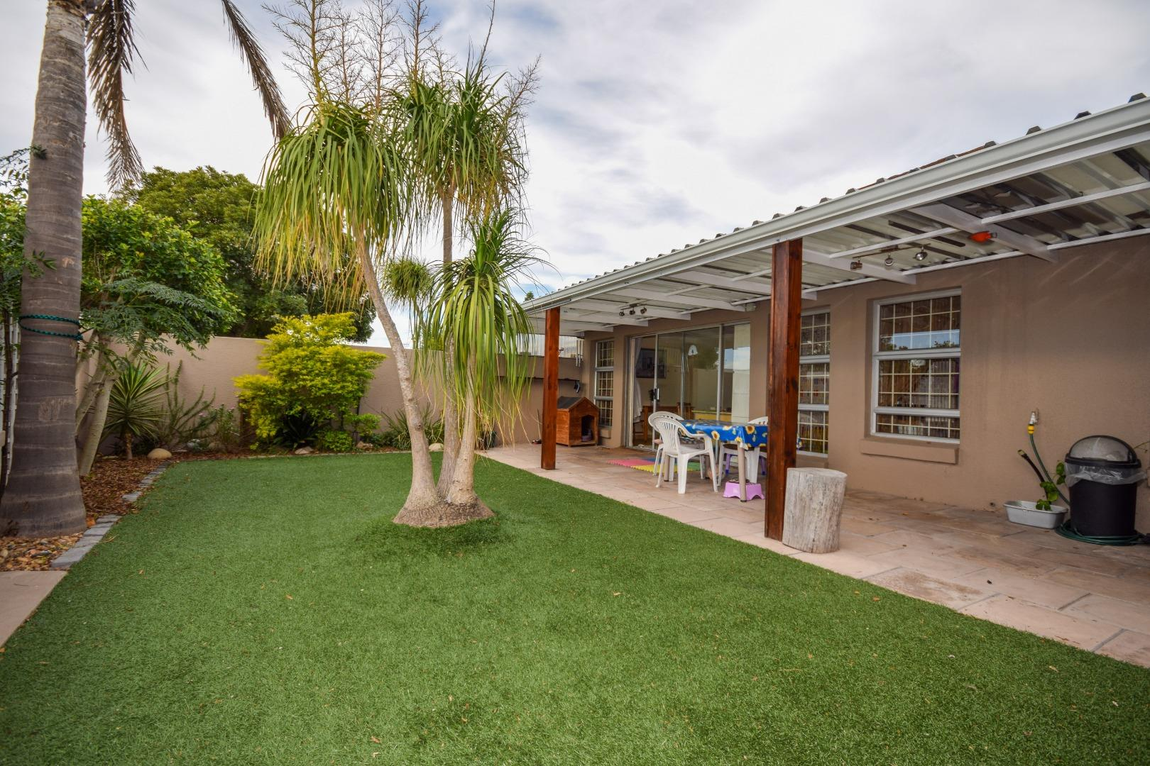 2 Bedroom Townhouse for Sale in Oakglen, Bellville - Western Cape