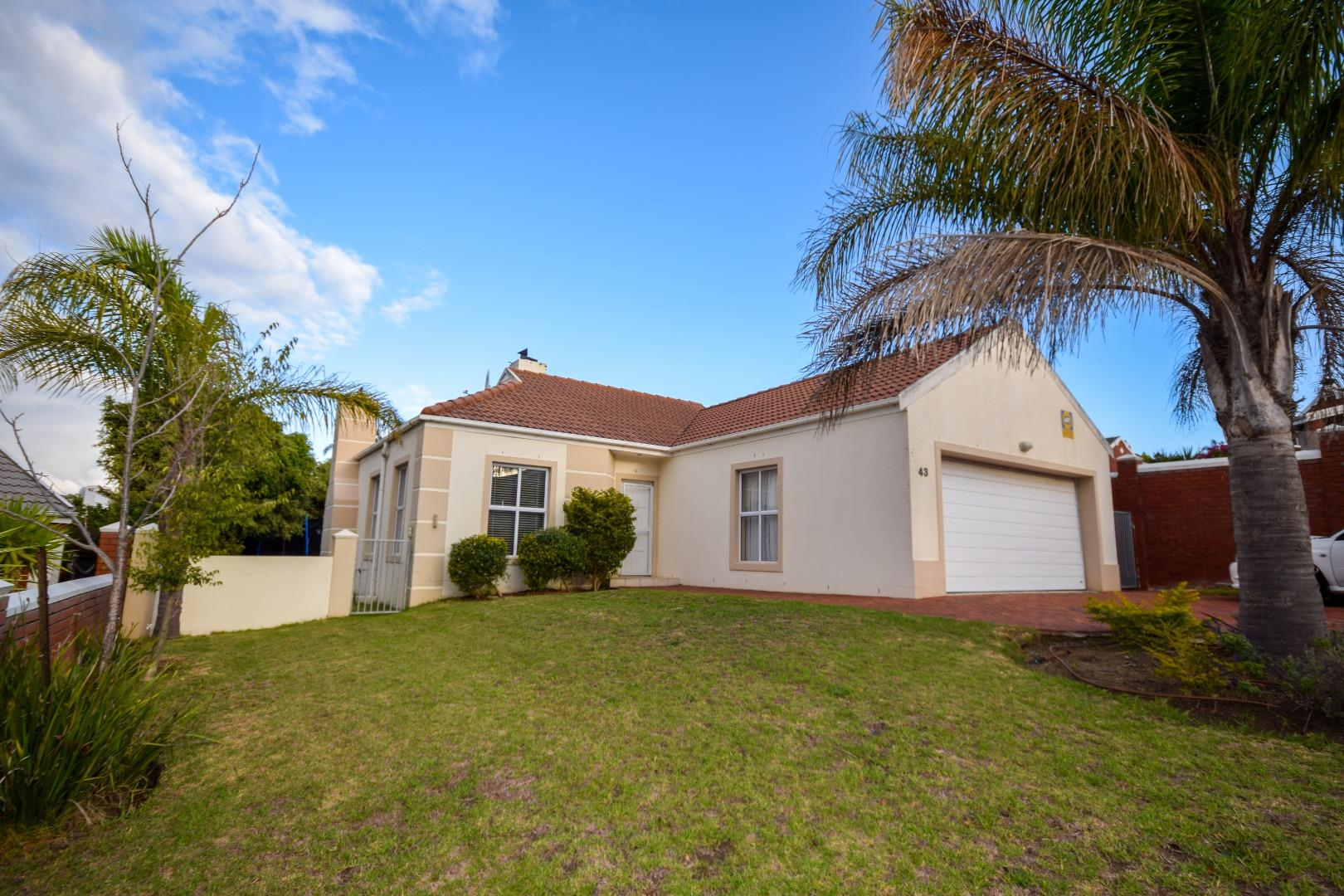 3 Bedroom House for Sale in Van Riebeeckshof, Bellville - Western Cape