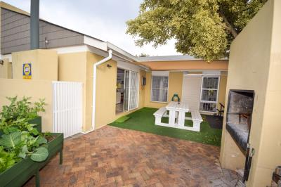 3 Bedroom Townhouse for Sale in Everglen, Durbanville - Western Cape
