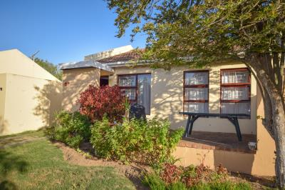 2 Bedroom Townhouse for Sale in Amanda Glen, Bellville - Western Cape